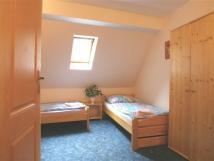 pokoj-5-pokoj-se-nachz-v-podkrov-domu-m-oddlen-lka