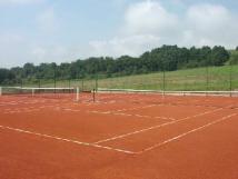 dva-tenisov-kurty