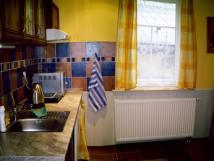 kuchyn-apartmnu-1-lednicemikrovlnkavairychlkonvice