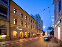hotel-rous-pohled-z-ulice