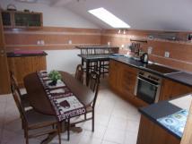 apartmn-1b-kuchyn-s-jdelnou