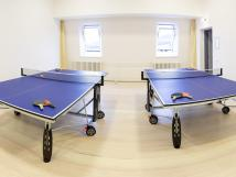stoln-tenis-v-centrlnm-hotelu-kamzk