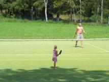 hit-s-umlm-povrchem-ln-tenis-nohejlbal-badminton