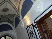 strop-ve-vstupn-chodb-domu