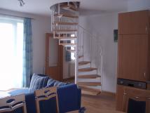 schodit-v-mezonetovm-apartmnu