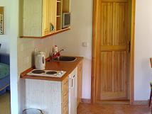 interir-apartmnu-kuchy-je-pln-vybaven