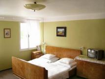 zelen-apartmn-pohled-na-manelskou-postel