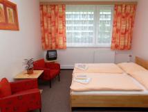 dvoulkov-pokoj-manelsk-postele