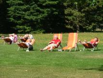 lehtka-k-odpoinku-a-relaxaci-jsou-umstna-po-lzeskm-parku