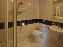 rodinn-apartm-v-podkrov-koupelna