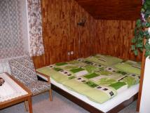 podkrovn-3-lkov-pokoj