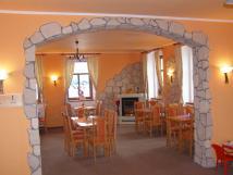 restaurace-s-monost-raut-a-rodinch-oslav