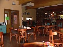 restaurace-ve-sportovnm-arelu-300-m-od-hostelu