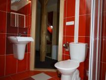 jahodov-pokoj-koupelna