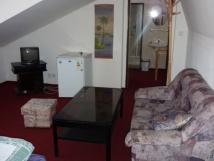 apartmn-klidn-podkrovn-pokoj-s-okny-do-dvora