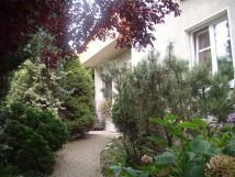 cesta-zahradou
