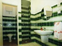 samostatn-koupelna-s-wc-u-kadho-pokoje