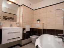 koupelna-je-vybaven-vanou-