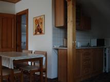 kuchyka-v-apartmanu