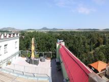 terasa-pro-hotelov-hosty-ve-2-pate
