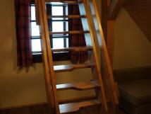 apartmn-4-schody-do-podkrov