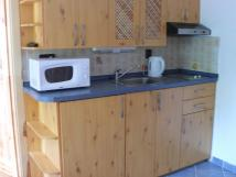 kad-apartmm-kompletn-vybavenou-kuchyskou-linku