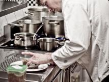 oteven-kuchyn-s-vhledem-na-prci-kuchae