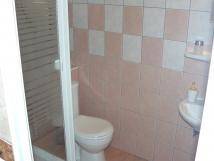 toaleta-a-sprchov-kout-v-pzem
