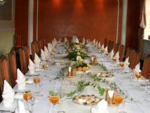 slavnostn-tabule-v-restauraci