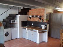 kuchyn-a-schodite-do-lonice
