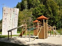 bozeov-prolzac-hrad-na-dtskm-hiti-v-pozad-lezeck-v