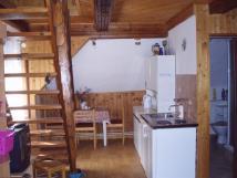 velk-apartmn-kuchynka-schody-do-podkrov