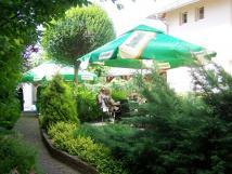posezen-v-zahradn-restauraci