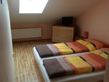 prostorne-podkrovni-pokoje