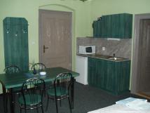 pokoj-3-kuchykaelsporkmikrovlnkavarn-konvicevelk-jdeln-stl-pro-6-osob