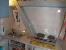 pokoj-2-mal-kuchyka-lednicedvouvaimikrovlnka-a-varn-konvice