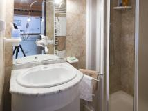 apartmn-v-podkrov-koupelna