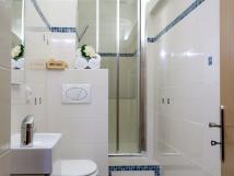 koupelna-s-vtm-sprchovm-koutem-90x90-se-sedkem