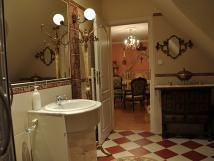 kvtinov-pokoj-koupelna
