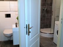 apartment-7-toaleta-a-koupelna