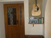 velk-apartmn-kytara-fender-knin-publikace-o-ostrav-zpvnky-v-truhle-spoleensk-hry