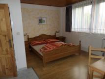 mal-apartmn-masivn-postel-lampiky-run-vyezvan-non-stolky-olejomalba-slezskoostravskho-hradu