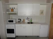 mal-apartmn-pln-vybaven-kuchyka
