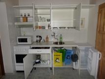 mal-apartmn-pln-vybaven-kuchyka-2