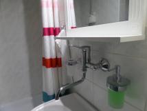 mal-apartmn-koupelna-zsobnky-na-mdlo