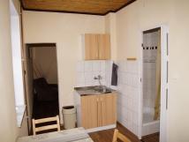 apartmn-se-tymi-lky-kter-je-mon-oddlit-obvac-st-s-tv-vlastn-koupelna-wc-mini-kuchyka-se-zkladnm-vybavenm