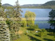 vhled-na-zahradu-a-jezero-ze-zmeku