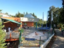 venkovn-terasa-hotelu-bzky-s-dtskm-koutem