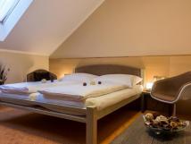 dvoulkov-pokoj-s-manelskou-postel-double-room
